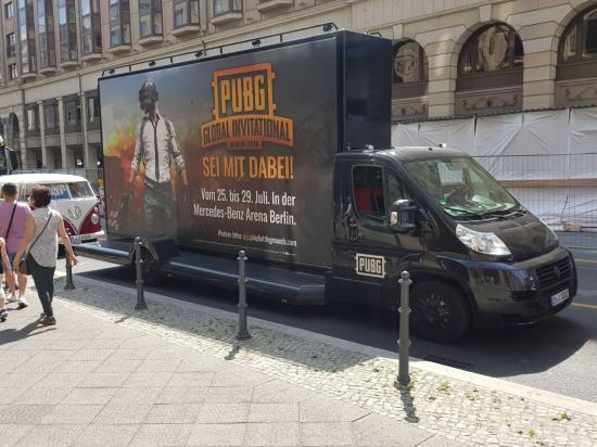 PGI将近:柏林出现大量PGI主题宣传元素