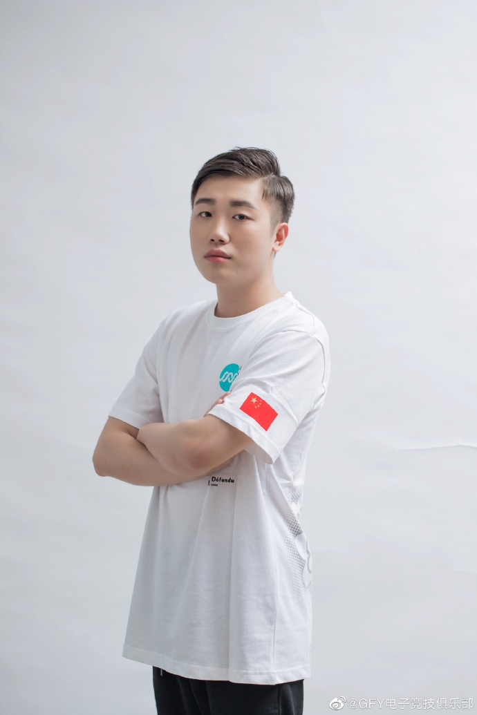 原GFY战队选手喻枫Zaomeng以转会形式正式加入SSS.
