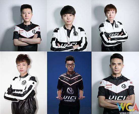 队员:advent(左上)、savage(中上)、tb(右上)、 auman(左下)、Freeman(中下)、zhokiNg(右下)