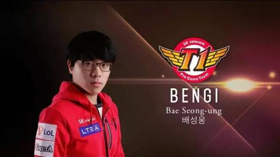 """而另一位中单玩家在游戏里比Bengi更加令对手恐惧,他的游戏ID叫做""""Go-Jeon-Pa"""",也就是如今的Faker。"""