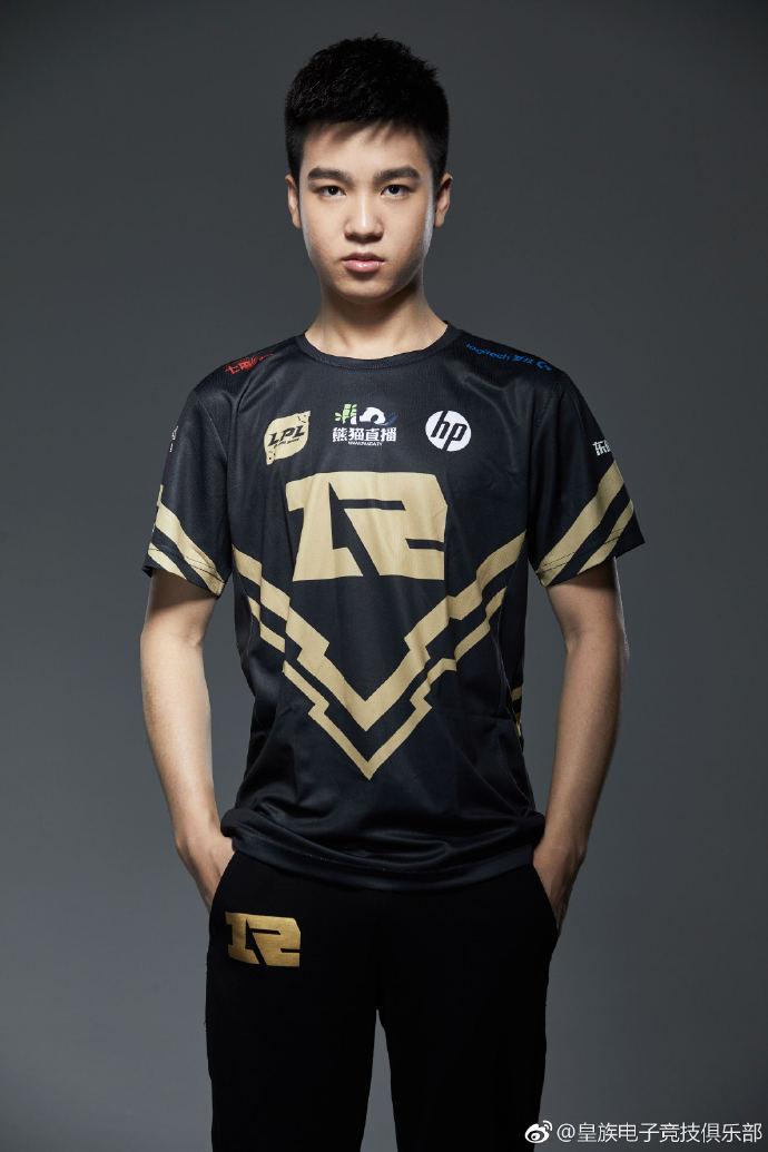 RNG战队发布选手夏季赛定妆照 走A怪Letme有点小帅