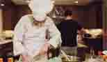 龙檐才士入门来!主厨粉丝造访上海龙之队基地烹制精?#26469;?#39184;