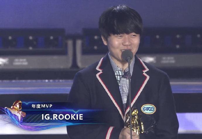 Doinb一人包揽三个奖项 成为历史第三位获此殊荣选手