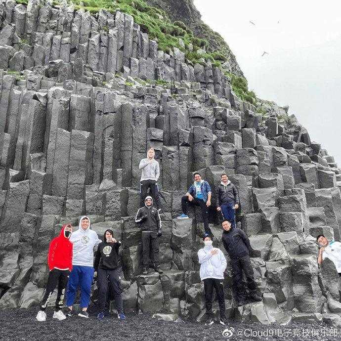 C9官博晒图:冰岛有很多山